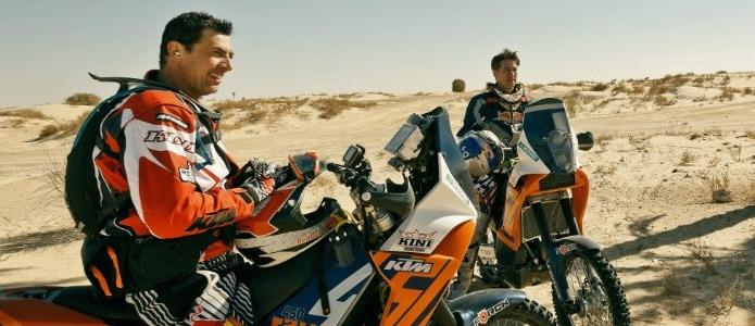 Motorrad statt Bühne: Tobias Moretti und Gregor Bloéb auf den Spuren der Rallye Paris-Dakar